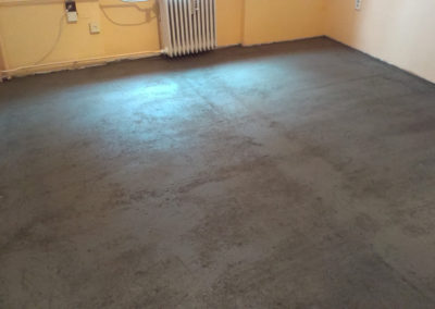 demontaz-sterka-vinylova-podlaha-5