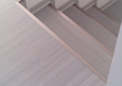 Pokládka vinylové podlahy a schodů
